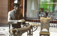 A sculpture of Pessoa in Lisbon (photo: Maria Bonita)